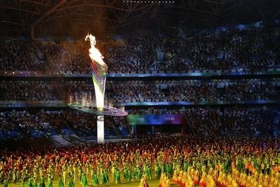 Se ilumina el pebetero durante la ceremonia de apertura de los 14.°Juegos Nacionales de China en Xi'an. (PRNewsfoto/The Xi'an Executive Committee of the 14th National Games)